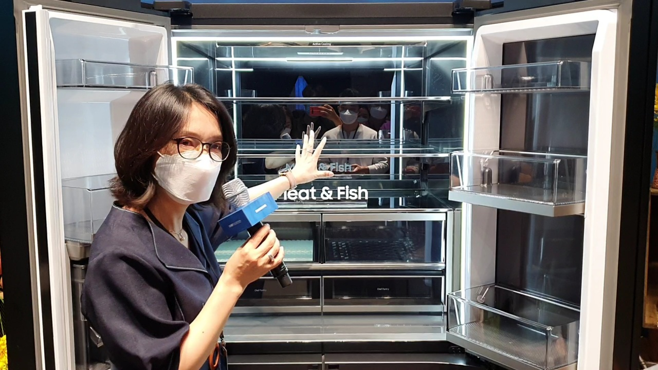 Compartments of Samsung Electronics' New Chef Collection refrigerator (Kim Byung-wook/The Korea Herald)